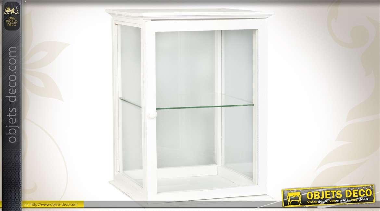 Vitrine en bois de style romantique couleur blanche for Style romantique meuble