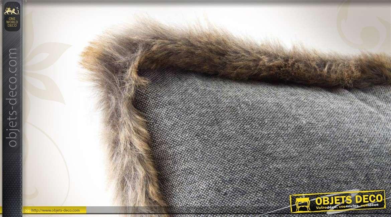 coussin d 39 ornement gris bordure en fausse fourrure. Black Bedroom Furniture Sets. Home Design Ideas