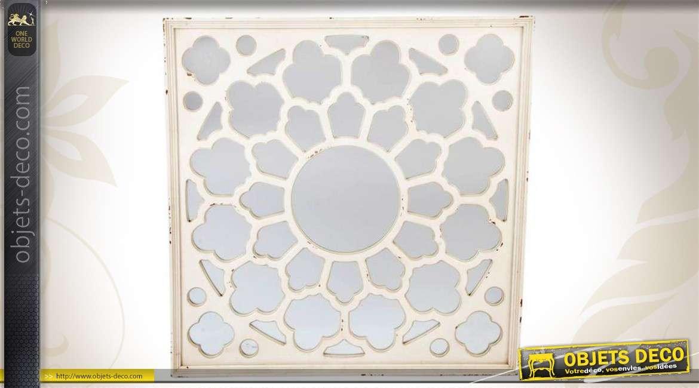 Miroir de style ancien en bois gris perle motifs ajour s for Miroir blanc vieilli