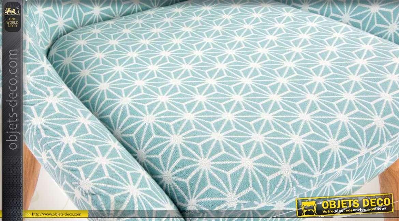 Chaise en bois et tissu coloris bleu et motifs g om triques for Objet deco geometrique