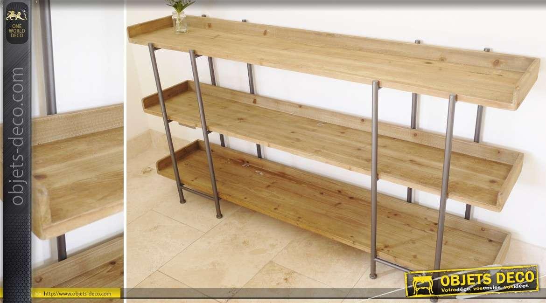 Etagère à trois plateaux en bois et métal de style industriel