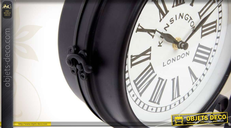 horloge de gare avec potence de style vintage. Black Bedroom Furniture Sets. Home Design Ideas