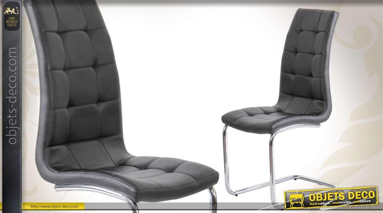Chaise design noire et chrome de style contemporain