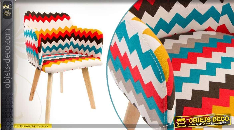 Chaise d co en bois et habillage tissu color motifs de for Chaise en tissu colore