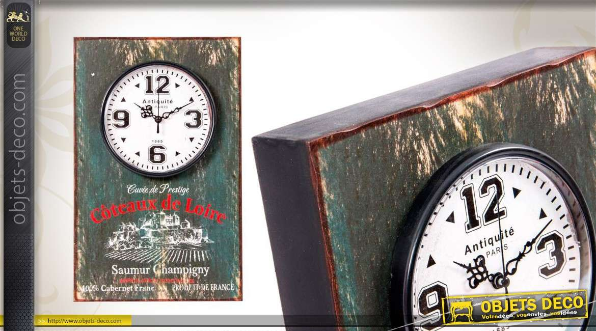 horloge murale en bois coloris vieillis avec illustration vintage. Black Bedroom Furniture Sets. Home Design Ideas