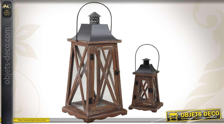 trio de lanternes en bois vieilli verre et m tal. Black Bedroom Furniture Sets. Home Design Ideas