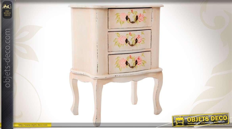 commode en bois patin e blanc ancien et orn e de fleurs color es. Black Bedroom Furniture Sets. Home Design Ideas
