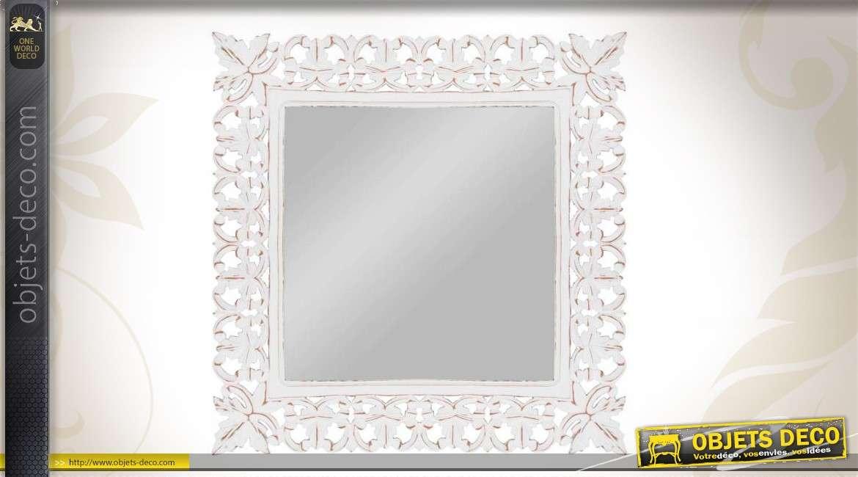 Miroir mural en bois sculpt et patin blanc ancien for Miroir blanc bois