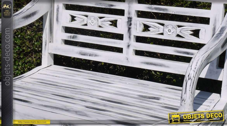 Banc de jardin en bois style r tro finition blanche vieillie for Banc de jardin ancien en bois