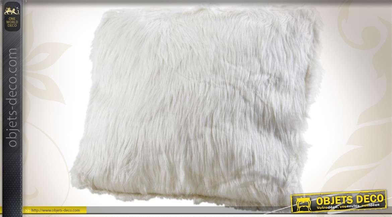 Coussin de décoration en fourrure synthétique coloris blanc