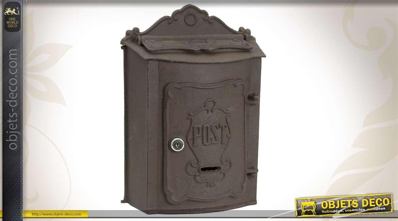 bo te lettres murale en m tal vieilli de style ancien. Black Bedroom Furniture Sets. Home Design Ideas