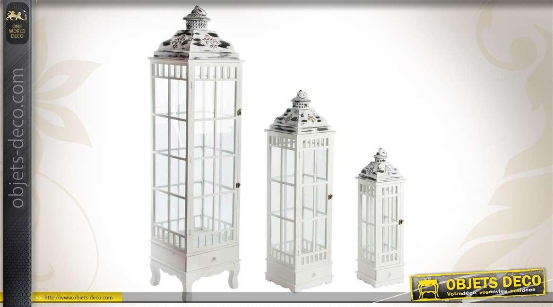 ensemble de 3 lanternes en bois et m tal coloris gris antique. Black Bedroom Furniture Sets. Home Design Ideas