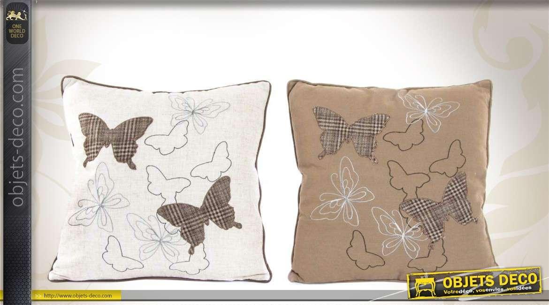 duo de coussins d coratifs carr s motifs papillons. Black Bedroom Furniture Sets. Home Design Ideas
