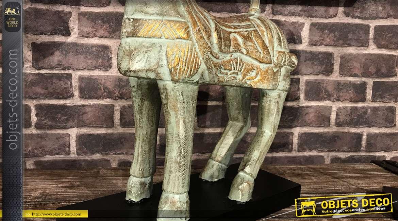 Statuette de cheval en bois avec finition effet métal vieilli turquoise et doré