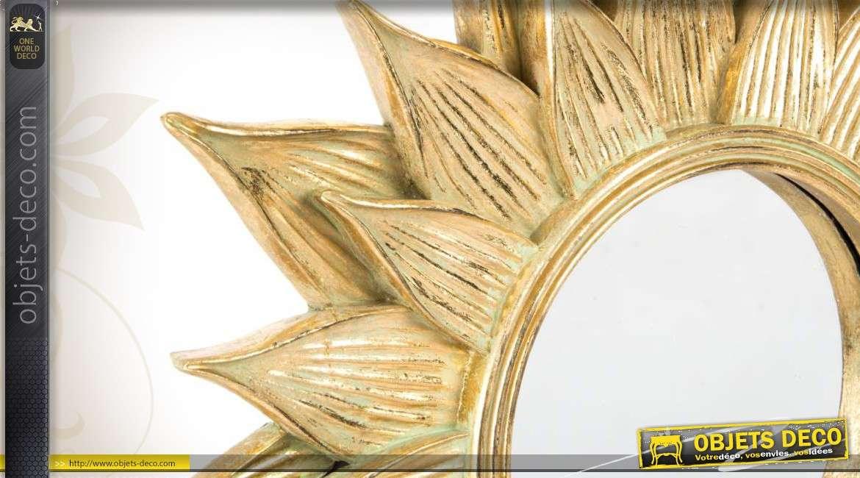 mroir mural rond en forme de fleur finition dor e. Black Bedroom Furniture Sets. Home Design Ideas