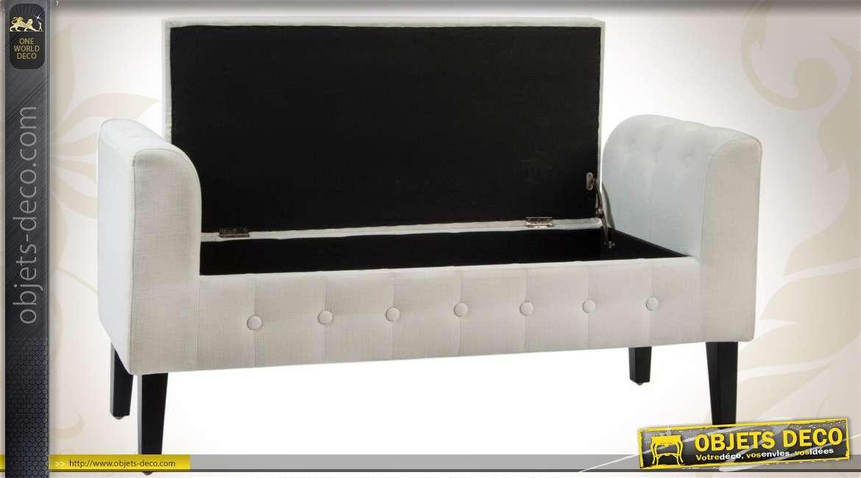 m ridienne contemporaine en bois et en tissu capitonn coloris beige. Black Bedroom Furniture Sets. Home Design Ideas