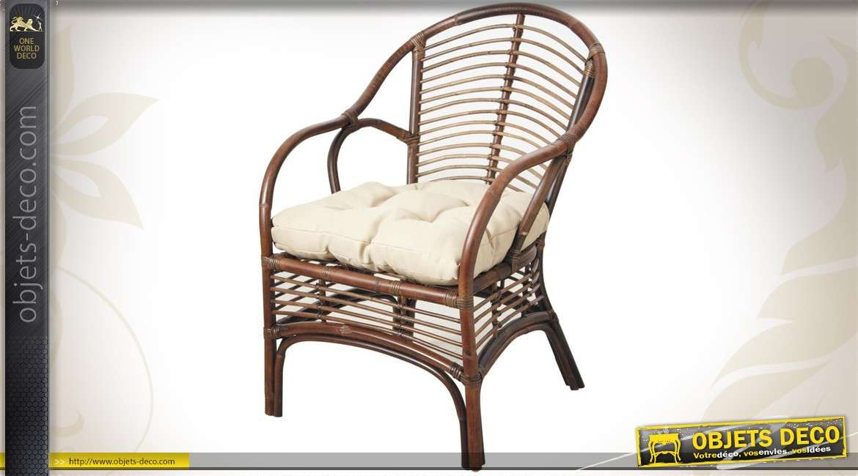 Fauteuil en rotin avec coussin d'assise de style campagne chic