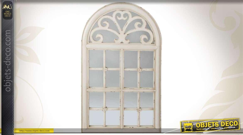 Miroir fen tre mural en bois patin blanc et en verre for Decoration miroir fenetre