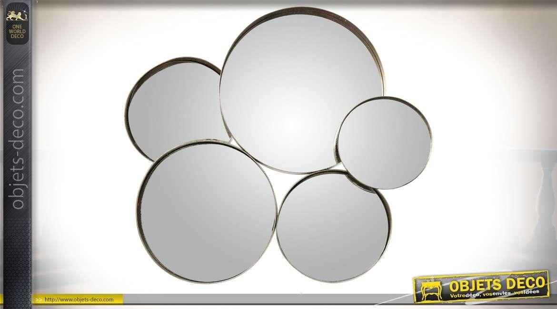 Miroir composé en métal argenté en forme de 5 grands cercles en relief