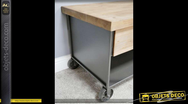 Table basse de style industriel sur roulettes en bois et métal 95 cm
