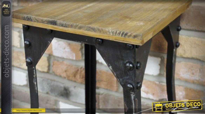 Tabouret de style industriel en métal embouti et riveté et bois vieilli 54 cm