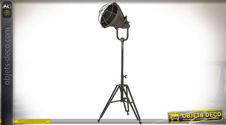 Lampe de style industriel sur trépied coloris vieux bronze 77 cm