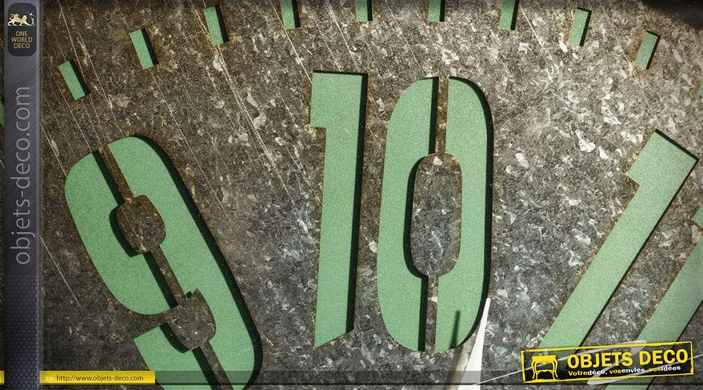 Horloge murale rétro en bois et métal coloris brun vieilli et vert menthe  80 cm