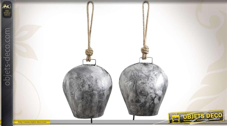 Duo de cloches décoratives en métal vieilli