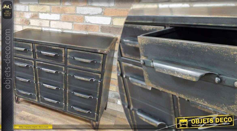 buffet de style industriel en m tal noir et vieilli. Black Bedroom Furniture Sets. Home Design Ideas