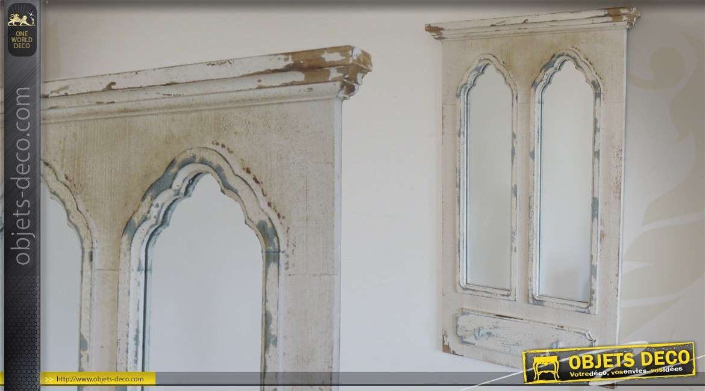 Miroir mural avec volets en bois patin blanc ancien for Miroir 3 pans