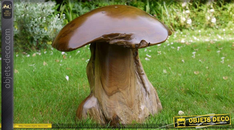 Sculpture d'un champignon en bois