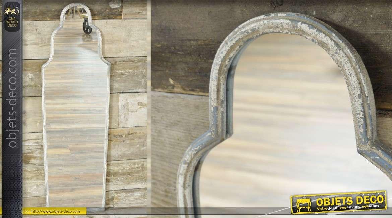 Miroir mural de style rustique et patin en blanc ancien for Miroir rustique