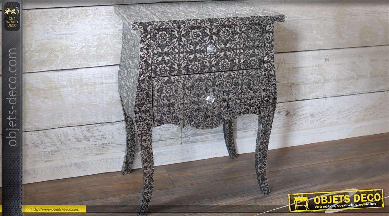 Table de chevet de style oriental à motifs floraux