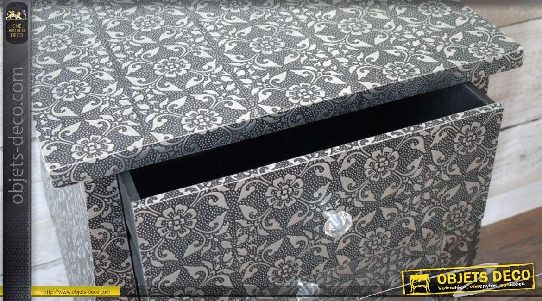table de chevet de style oriental motifs floraux. Black Bedroom Furniture Sets. Home Design Ideas