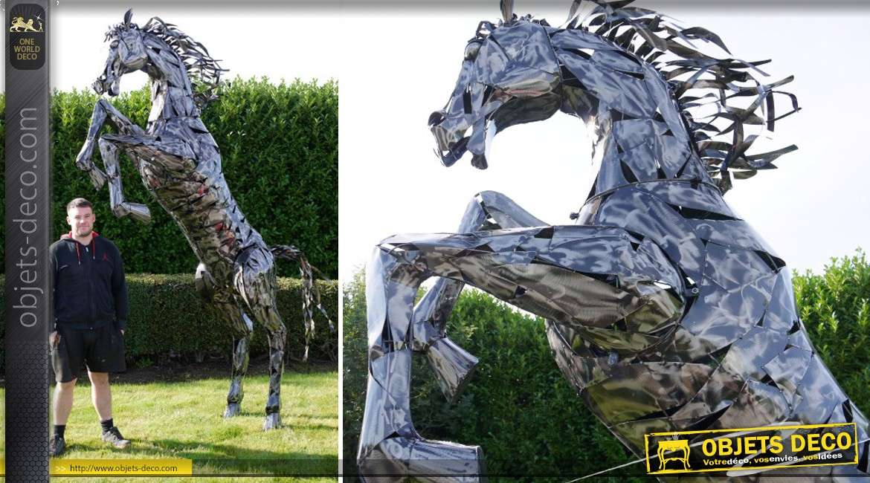 Grande sculpture en métal argenté de cheval cabré en métal 330 cm