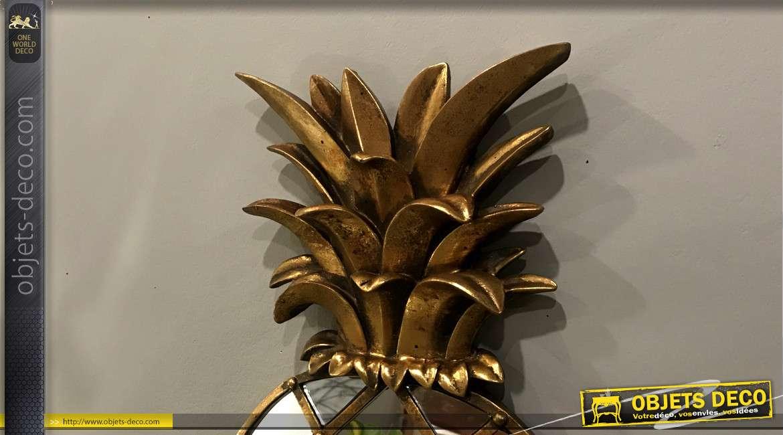 Décoration murale en verre, bois et résine en forme de gros ananas finition dorée, 50 cm