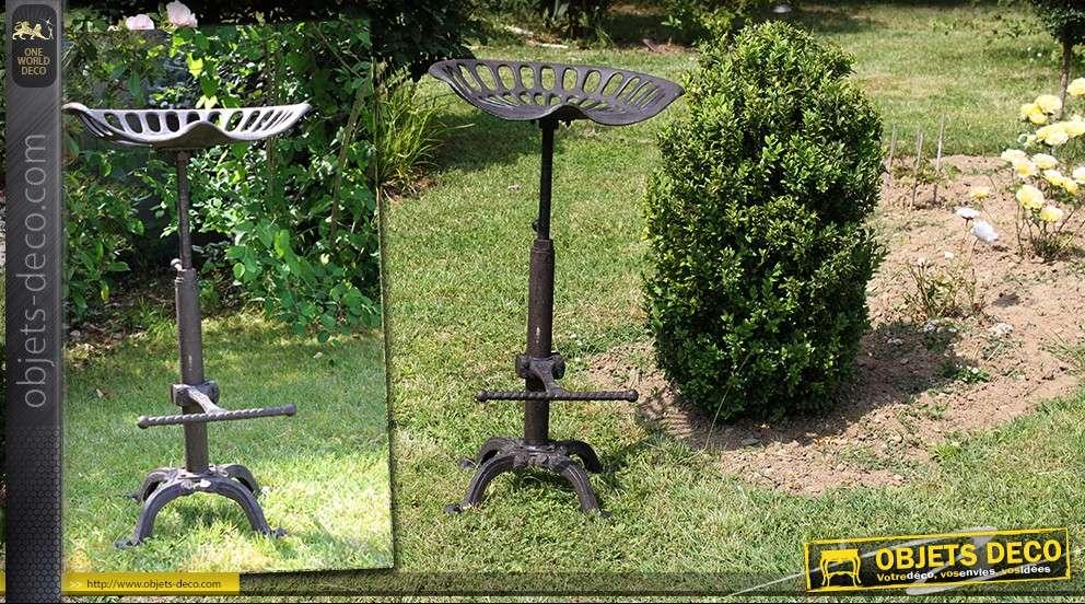 Tabouret siège de tracteur en métal et fonte (détournement déco)