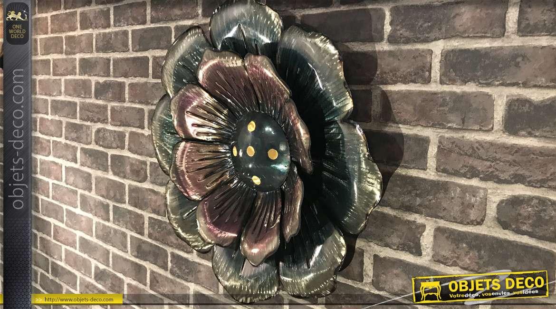 Décoration murale en relief finition argentée : fleur en métal effet 3D