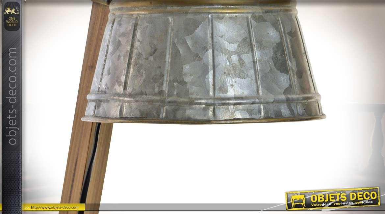 Seau de zinc de pièce de monnaie stéthoscope sur le bureau photo