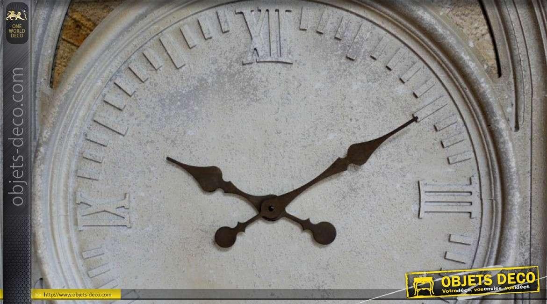 Grande horloge en forme de miroir gothique en pierre sculptée 130 cm