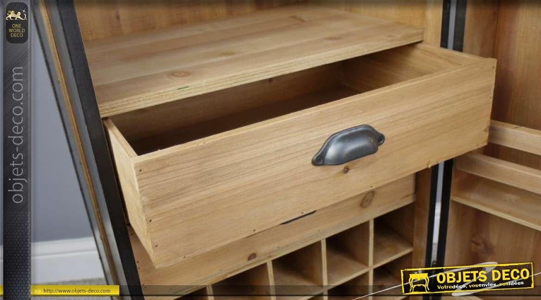 Meuble bar cave en bois en forme de grande malle de transport sur roulettes