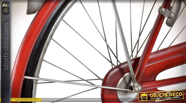 Décoration murale métal en relief : bicyclette rétro coloris rouge 111 cm