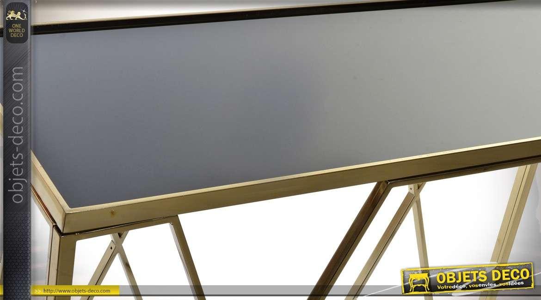 Console design en métal doré brillant avec plateau en verre noir