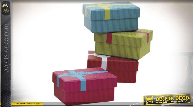 Série de 16 petites boîtes cadeaux en carton coloris assortis 10,5 x 7 cm