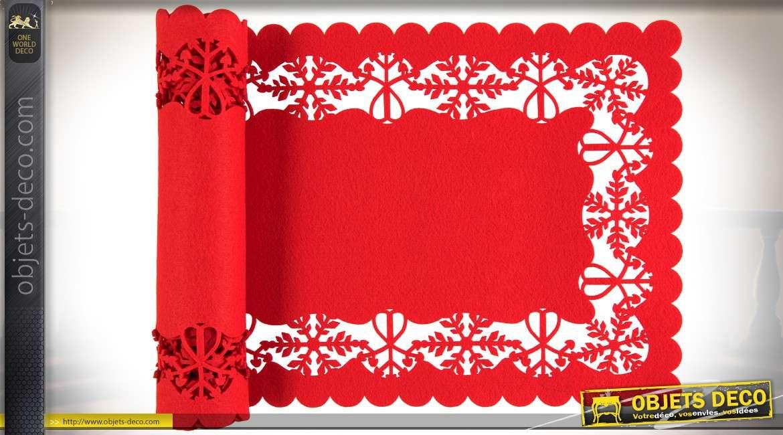 Chemin de table en feutre suédé coloris rouge vif 120 cm
