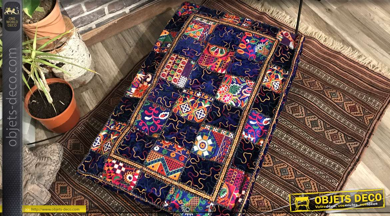 Grand coussin de sol en 90 cm épais à motifs indiens colorés en patchwork