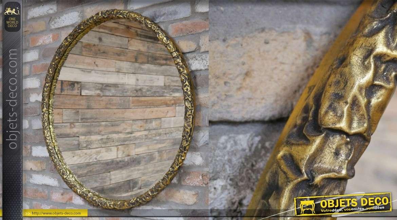 Miroir circulaire avec encadrement industriel en metal vieux doré