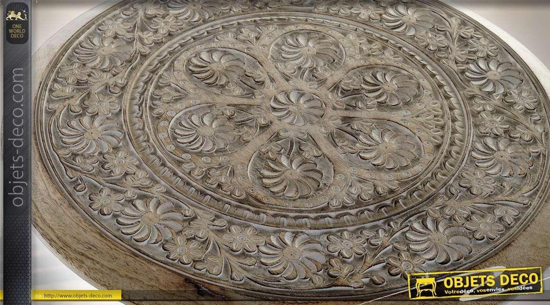 Guéridon en bois massif sculpté frises et motifs floraux Ø 45 cm