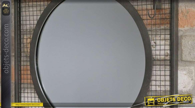 Miroir en métal de forme circulaire sur support rectangulaire, avec tablette et crochets