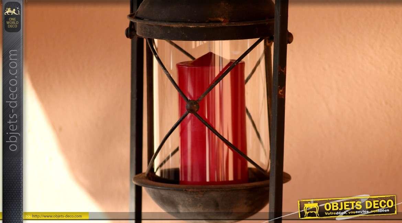 lanterne ancienne suspendue sur support en fer forg. Black Bedroom Furniture Sets. Home Design Ideas